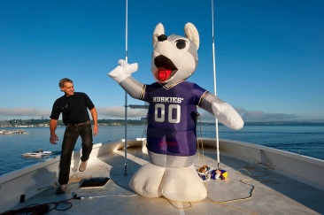 UW Huskies Boat Tailgating
